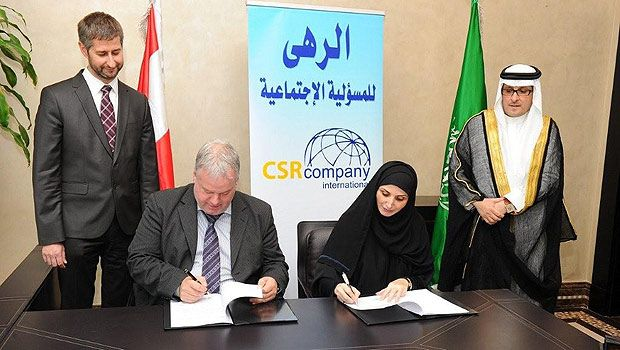 Chairwoman of Alroha CSR Company Olfat Kabbani and Martin Neureiter, a world-renowned expert in social responsibility, sign an agreement for mutual cooperation. (AN photo)